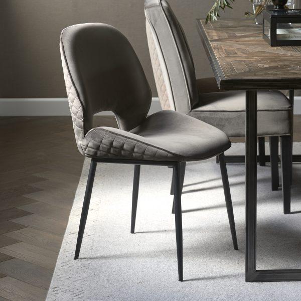 Mr. Beekman Dining Chair, velvet III, anthracite 4928003 Riviera Maison sfeer